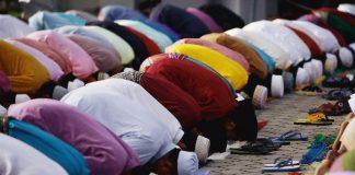 Musulmani in preghiera