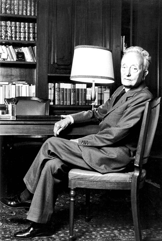 Nicola Abbagnano, con cui fonda nel 1951 la prima rivista di sociologia