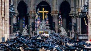 Il crocifisso intatto di Notre-Dame