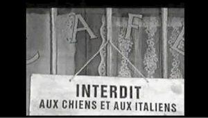 """Un cartello """"accogliente"""" nei confronti degli italiani"""