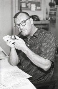 Charles Wright Mills con la sua inseparabile pipa