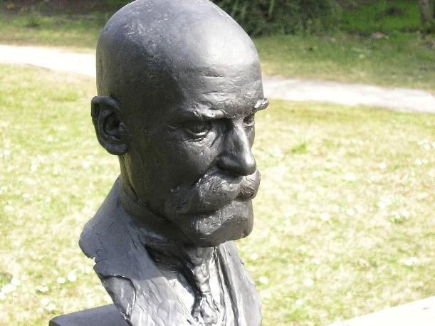 Busto in onore di Durkheim in Francia