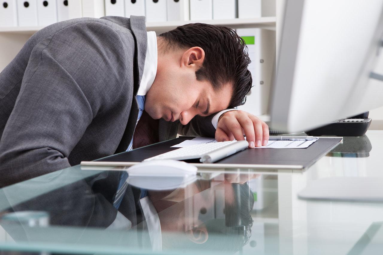 Io Bambino: dorme invece di lavorare