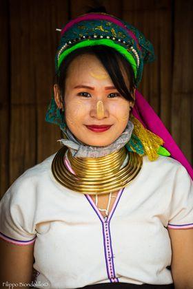 Donna Kayan con anelli al collo, Thailandia