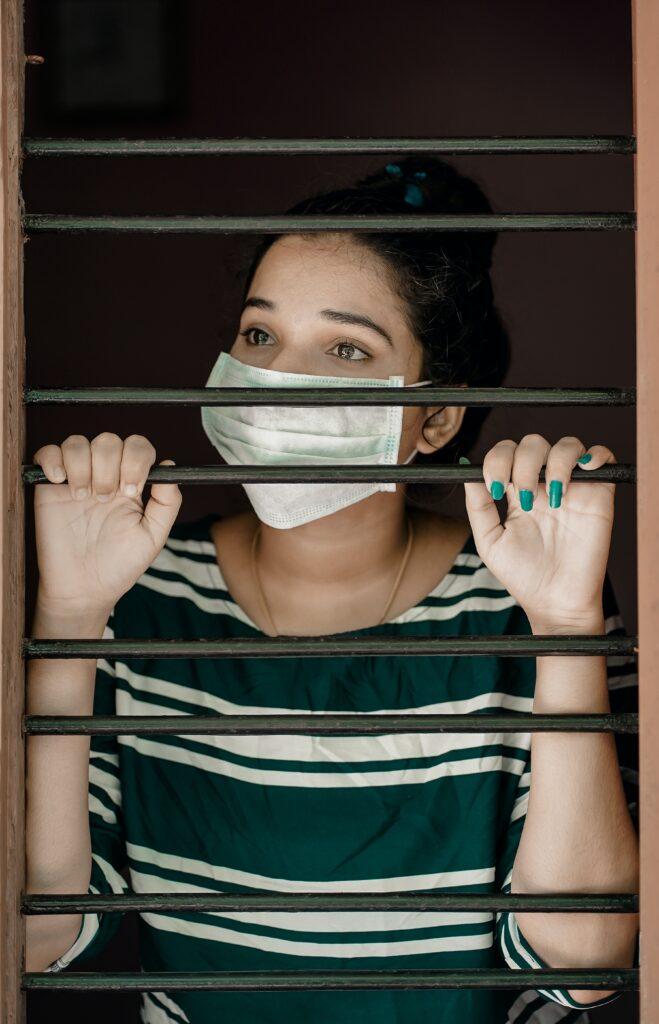 mascherina_covid_prigione_ragazza